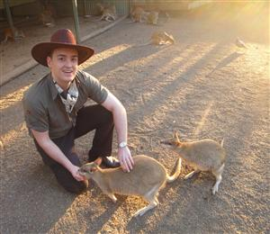 VIDEO: Kangaroos attack Affiliate Summit Keynote Speaker and eat script! #ase12